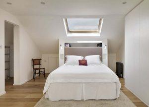 Jak gustownie urządzić sypialnię na poddaszu?