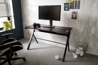 BOSE 4 - biurko gamingowe z oświetleniem 48